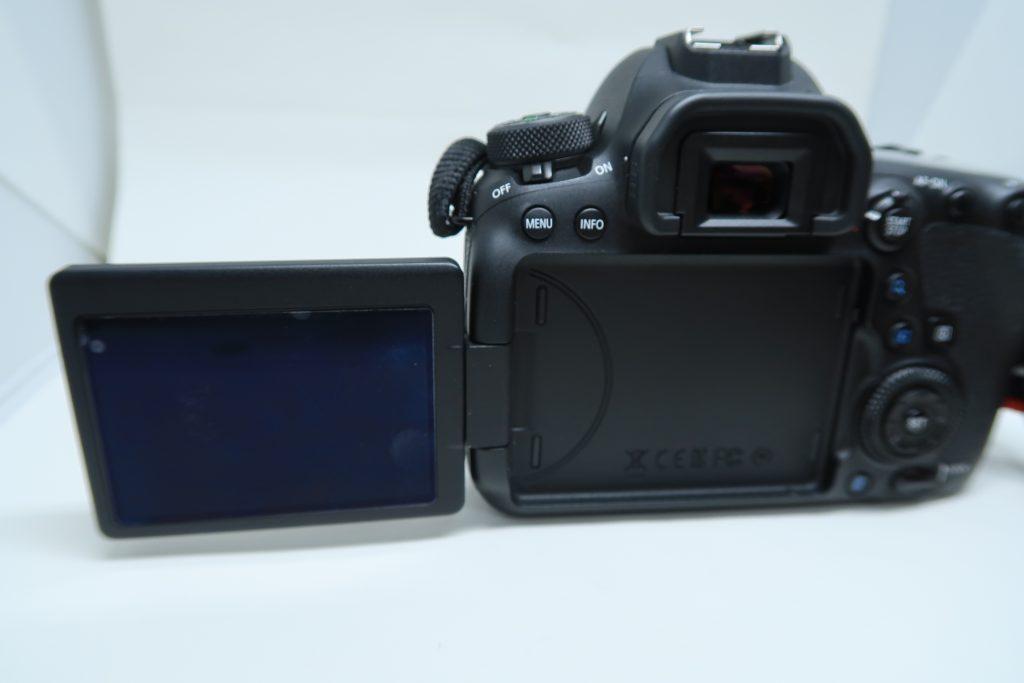 キヤノンのデジタル一眼レフカメラ6DMarkⅡのバリアングルモニター画像