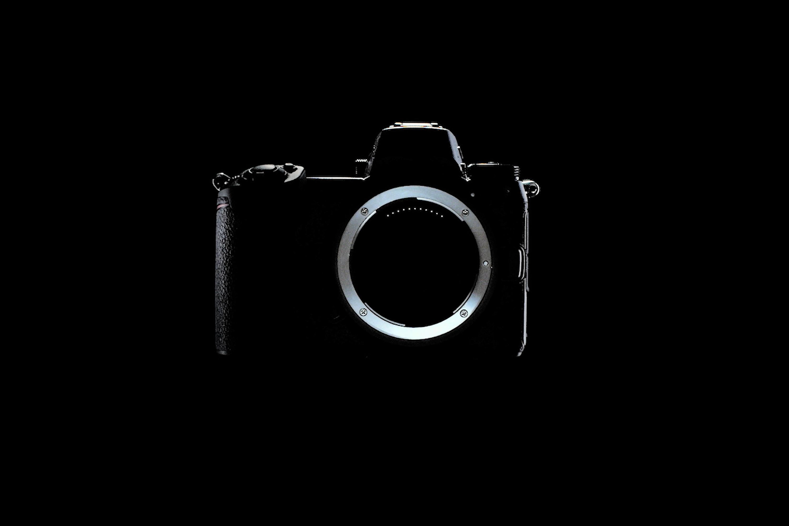 ニコン新フルサイズミラーレスカメラ