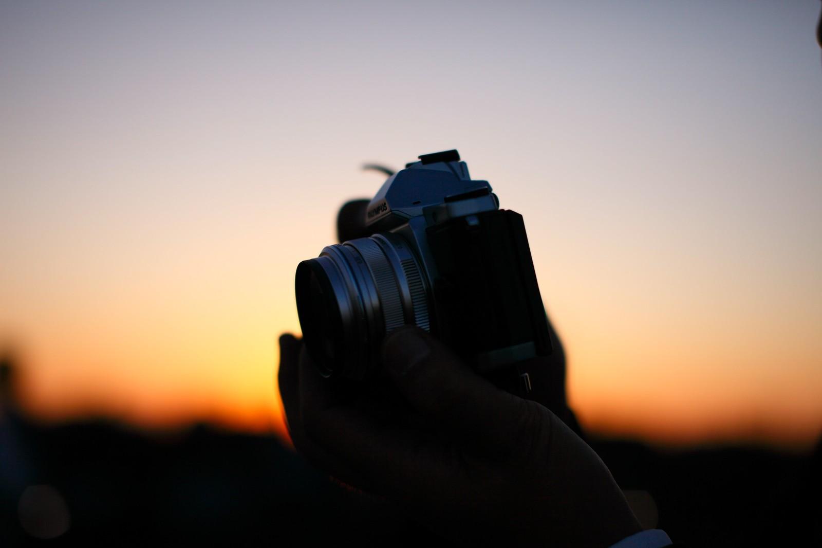 ミラーレスカメラと夕日