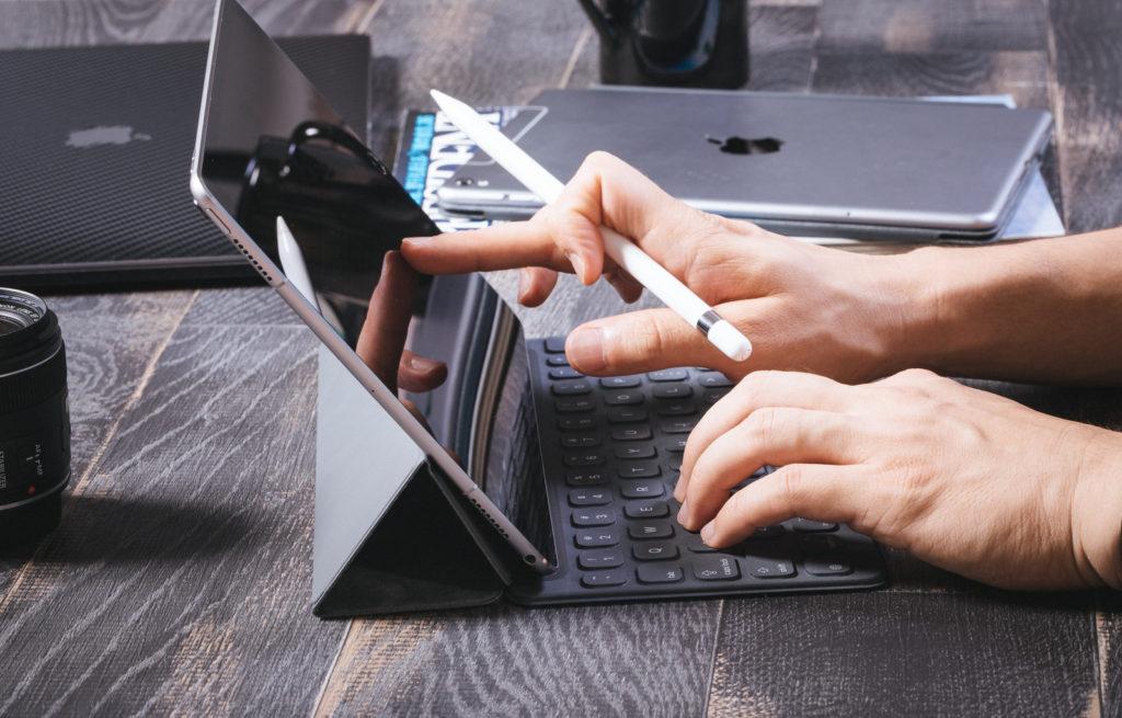 タブレットでキーボードとペンを使用