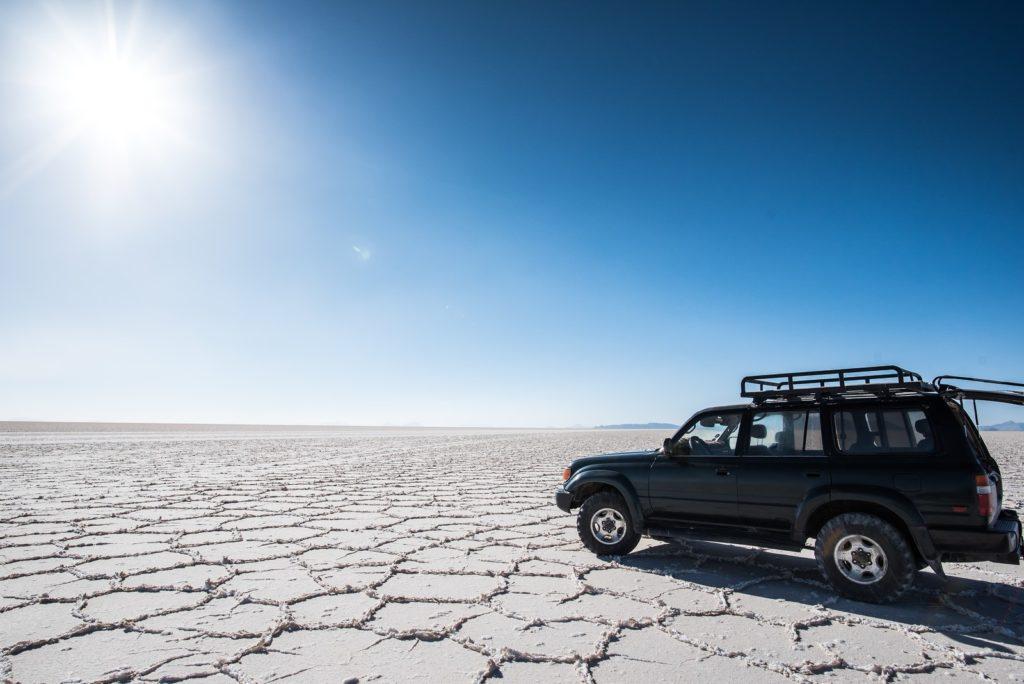旅行先の自動車と風景