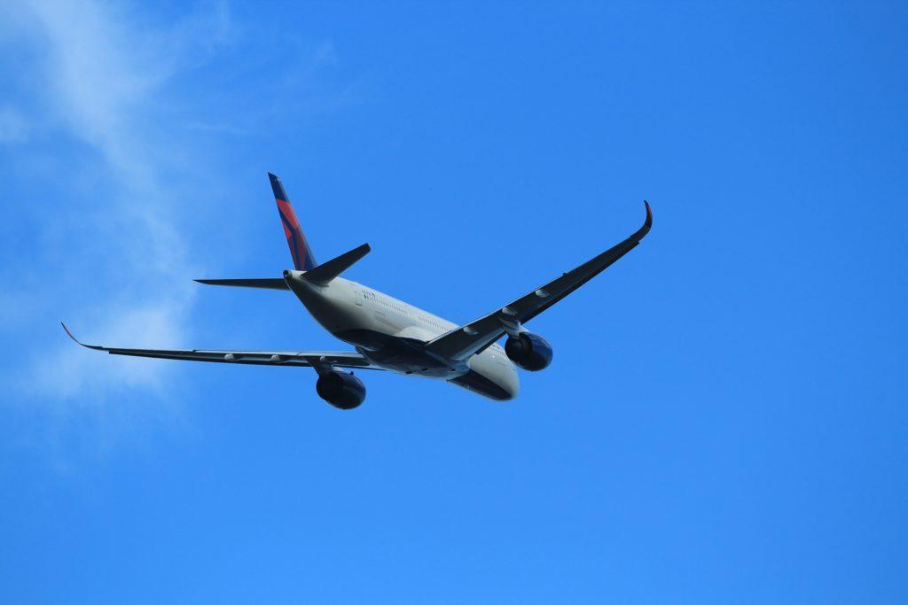 初心者向けカメラEOSkissX5で撮影した飛行機写真