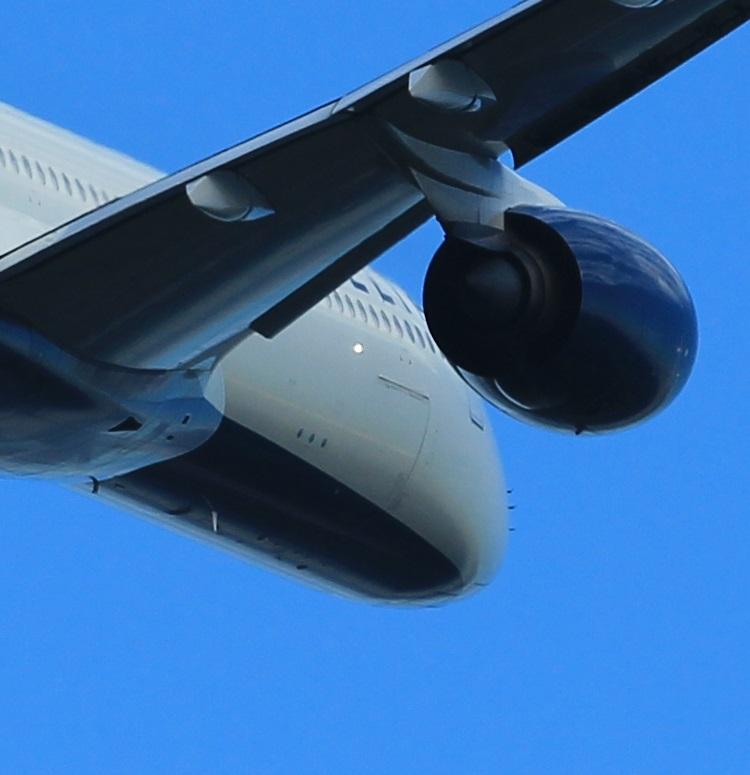 初心者向けカメラで撮影した飛行機写真のトリミング図