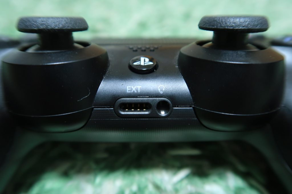 PS4のコントローラに付いているイヤホンジャック