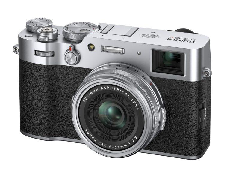 富士フィルムのコンパクトデジタルカメラX100Vのシルバー
