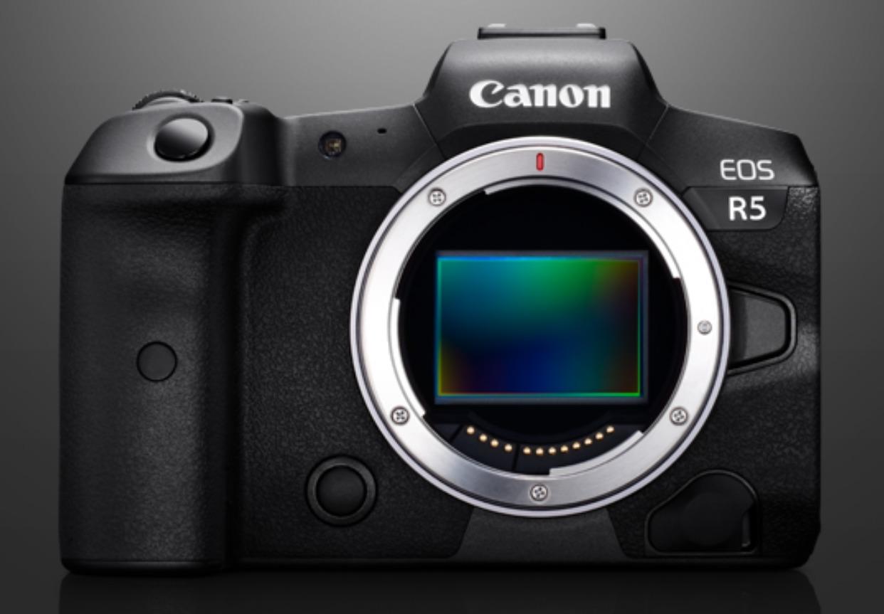 キヤノンのフルサイズミラーレスカメラEOS R5のボディイメージ画像