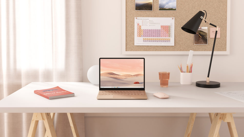 Surface Laptop Goのある室内イメージ画像