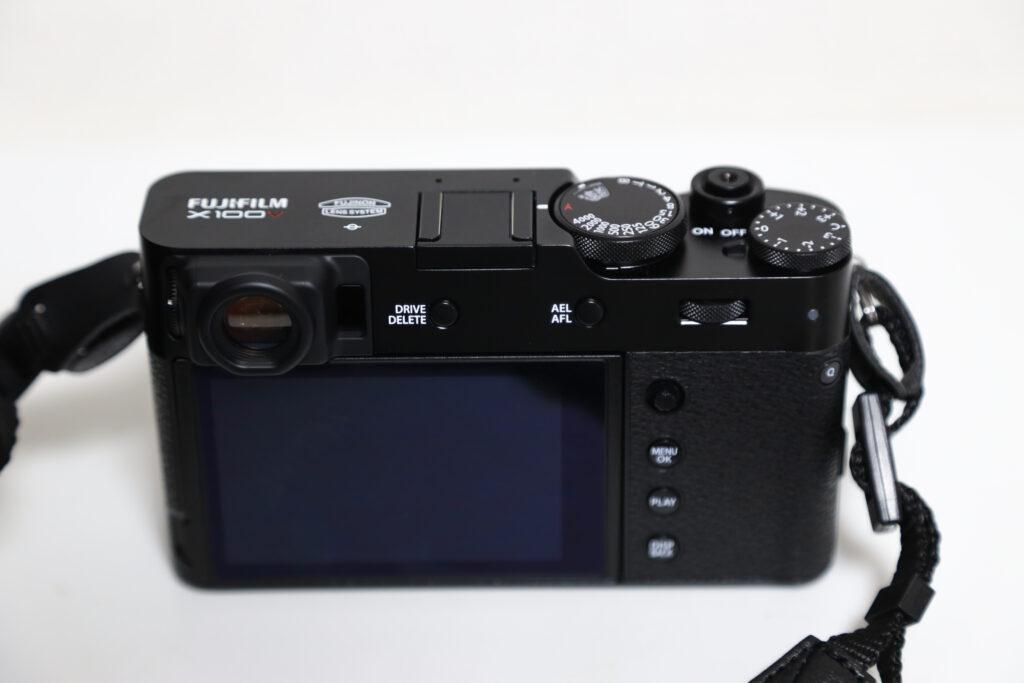 富士フイルムのFUJIFULM X100Vの本体画像2
